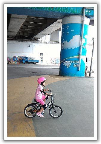 【語馨。畢業挑戰】(02)。妹妹學騎車