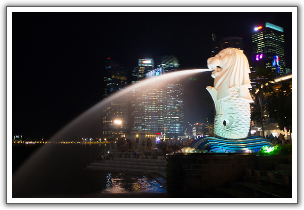 【2014‧新加坡親子遊】(11)。Day 3。魚尾獅公園夜景。老巴剎Lau Pa Sat夜市