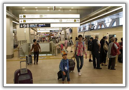 【2014‧東京箱根河口湖】(09)。Day 2。浪漫號特快車。箱根湯本。はつ花、菜の花